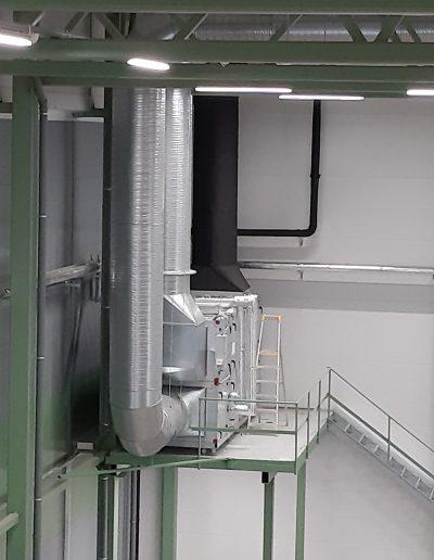 Suuri ilmastointijärjestelmä toisesta kulmasta, täydellinen suurille tiloille.